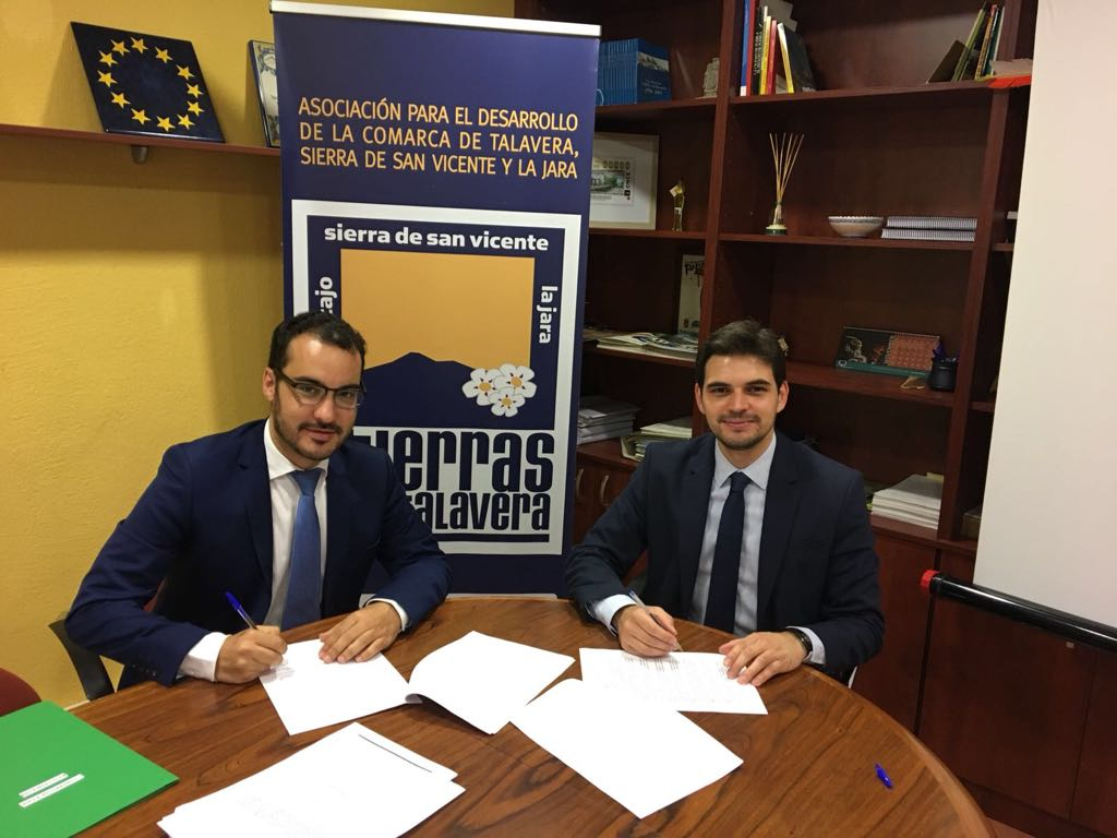 Tierras de Talavera firma con Cazalegas la construcción de su Polideportivo Municipal